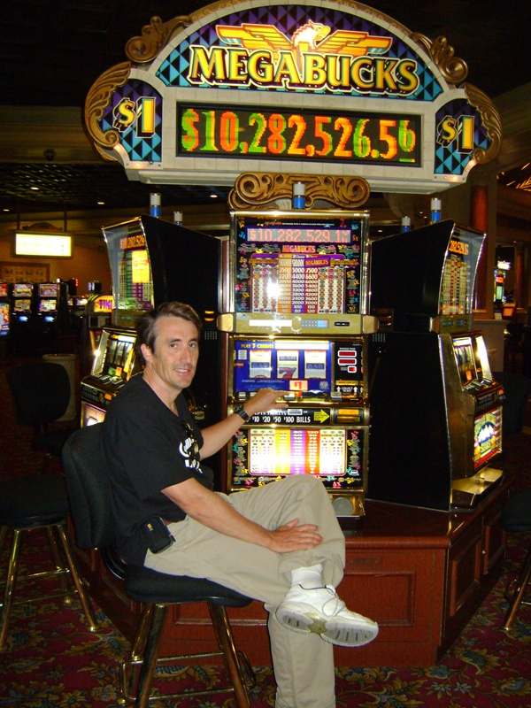 page investigates the odds of the progressive jackpot slot machine