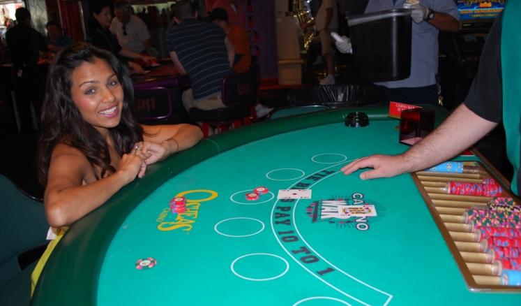 Casino war games online играю в карты во сне